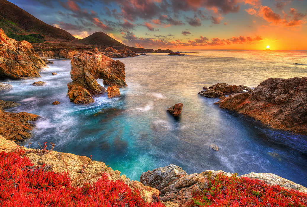 sunset on the california coastline of Big Sur